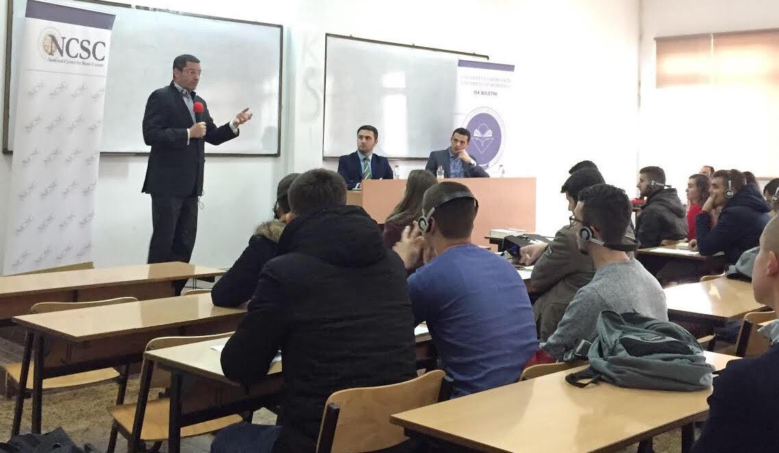 Prokurori i EULEX-it, Drew Engel, mbajti ligjëratë para studentëve të Fakultetit Juridik