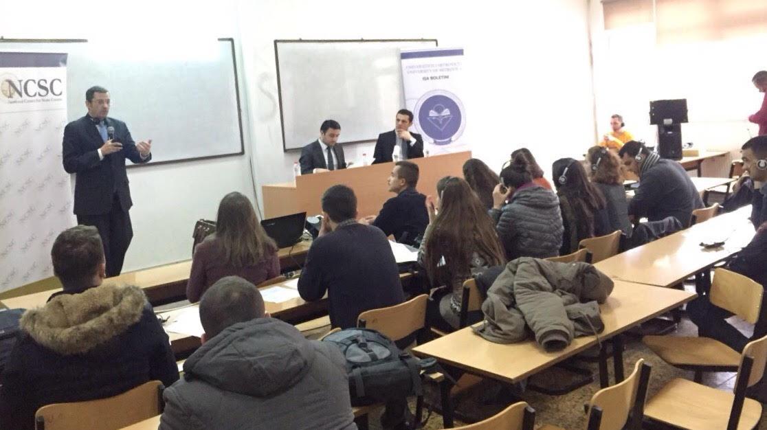 Drew Engel, prokurori i EULEX-it mbajti ligjëratën e  dytë para studentëve të Fakultetit Juridik