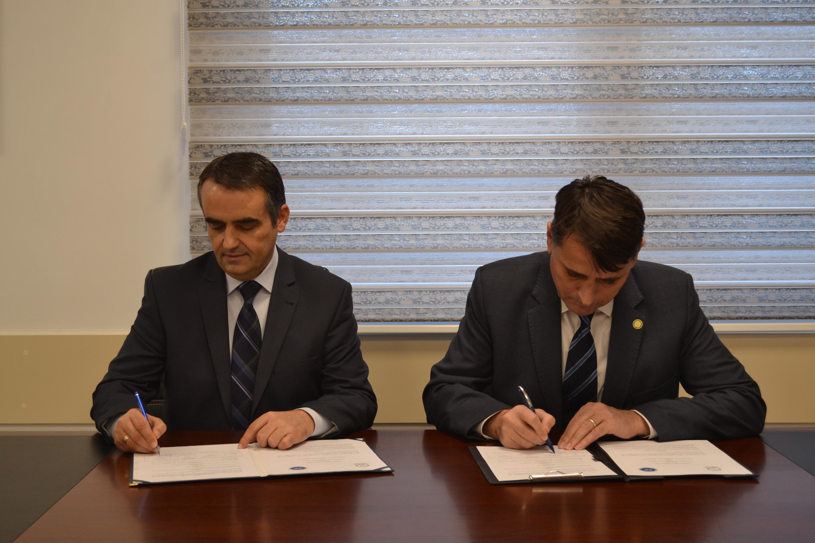 Marrëveshje Bashkëpunimi Me Universitetin E Gjilanit