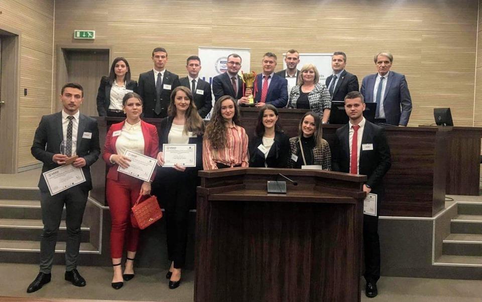 Studentët e Juridikut zunë vendin e parë në garën për gjykim të simuluar
