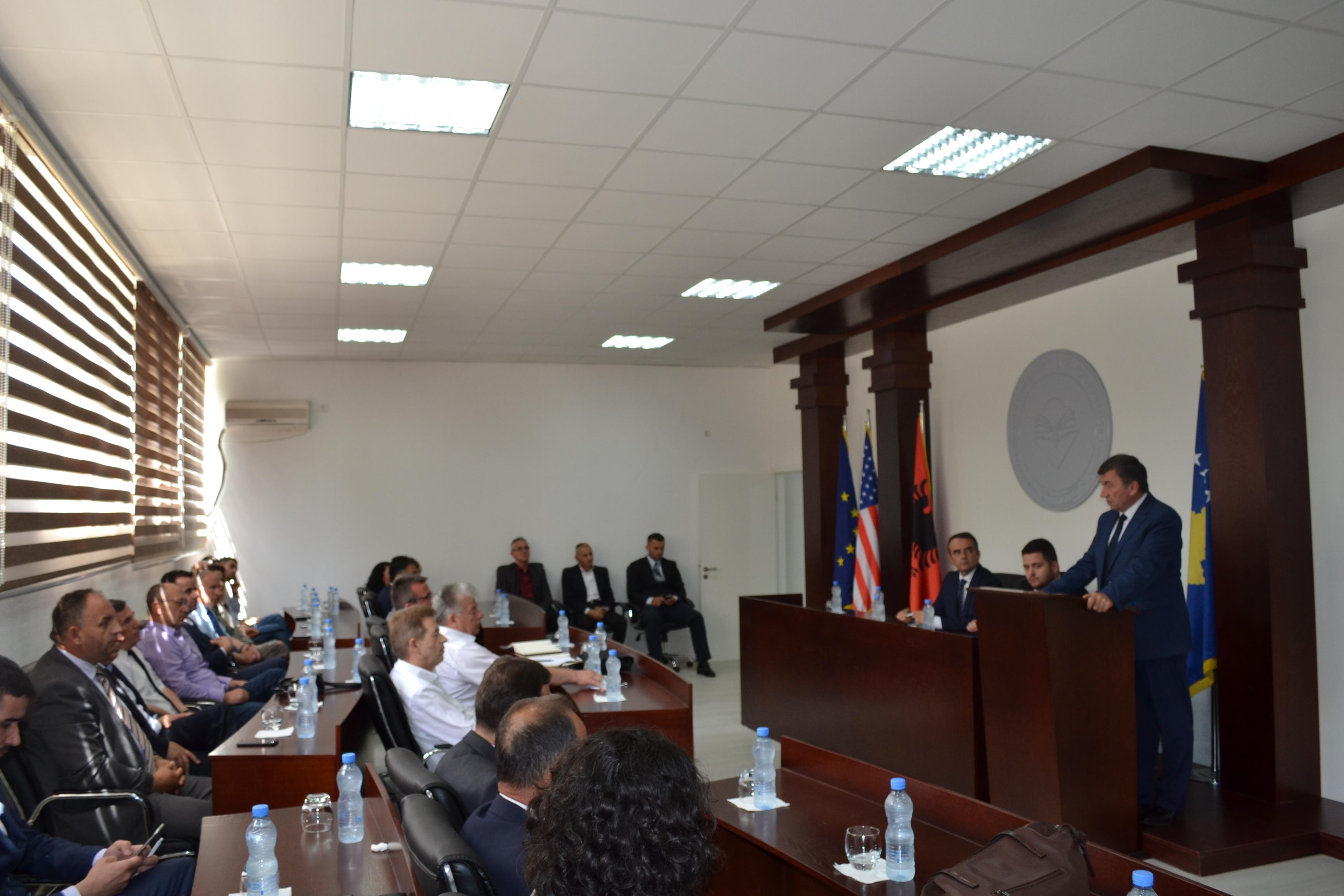 Ministri Bajrami, mbajti ligjëratë për të ardhmen e arsimit të lartë