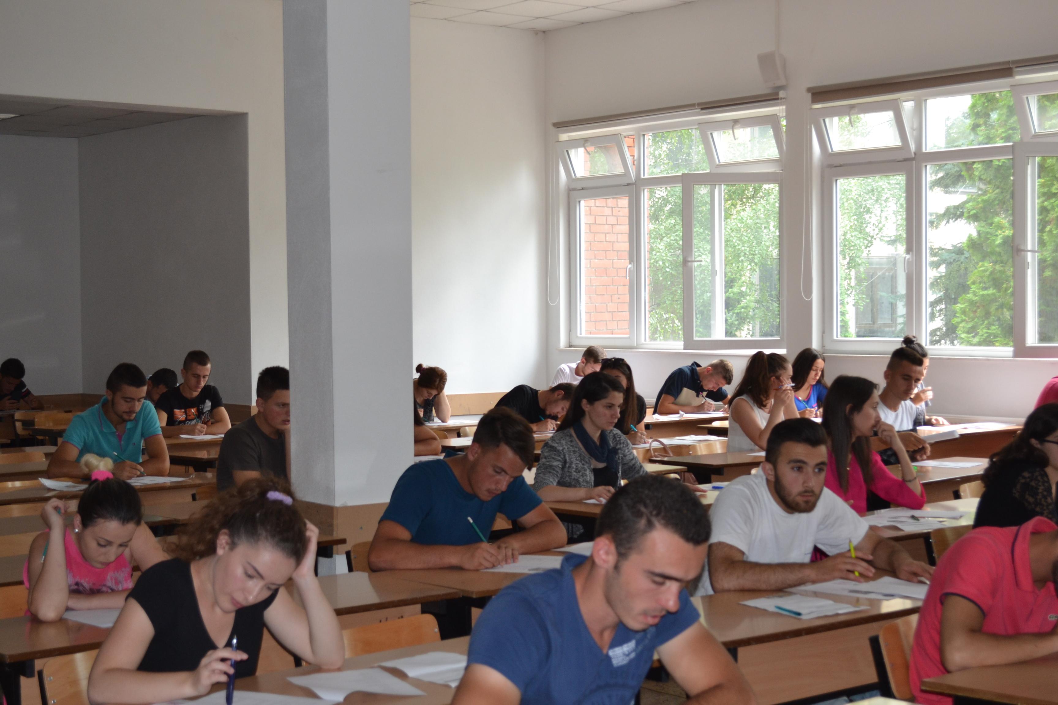 """1335 Kandidatë Kanë Aplikuar Për Të Studiuar Në Universitetin """"Isa Boletini"""""""