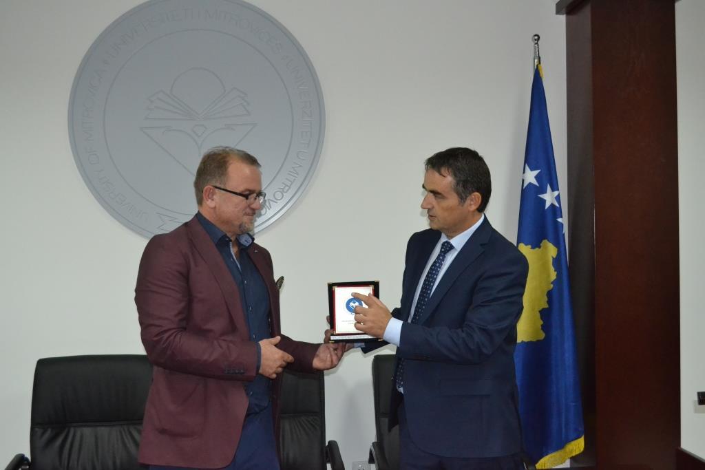 """Universiteti """"Isa Boletini"""" bashkëpunon me Universitetin e Tetovës"""