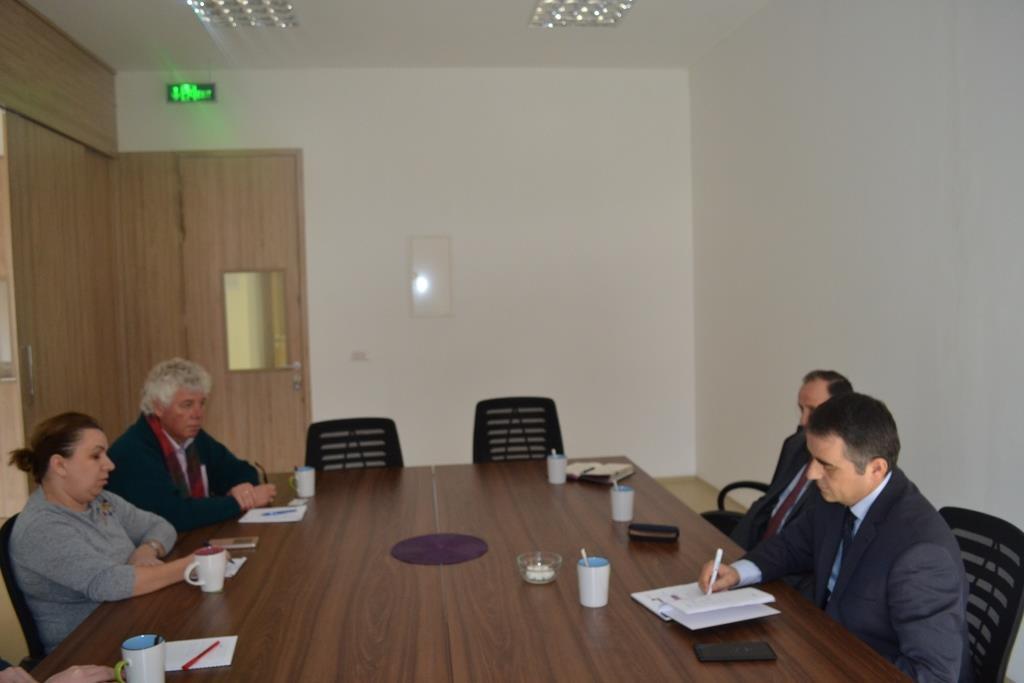 """Universiteti """"Isa Boletini"""" dhe IBCM, si partnerë në projekte të përbashkëta"""