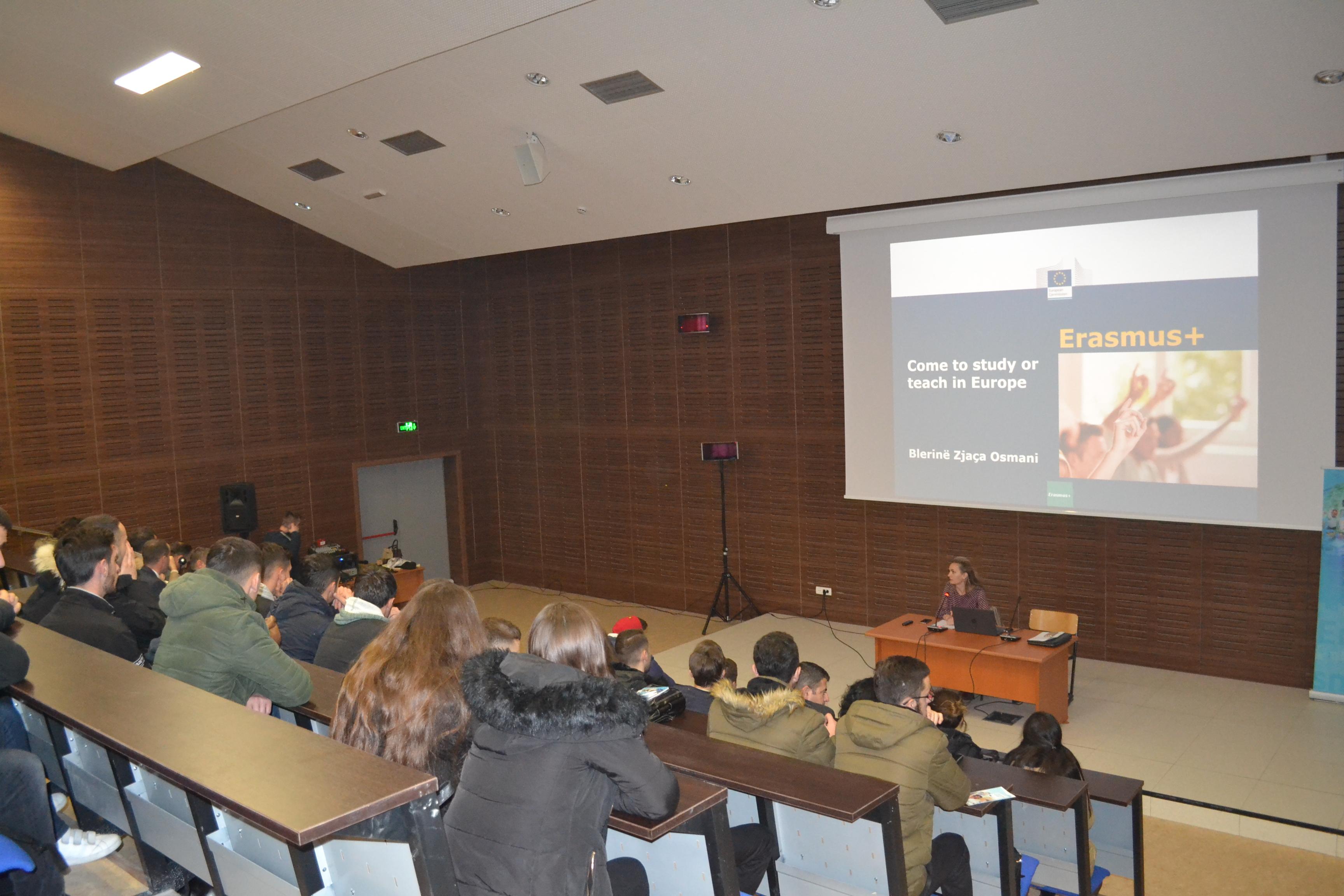 U mbajt dita informuese nga Erasmus+