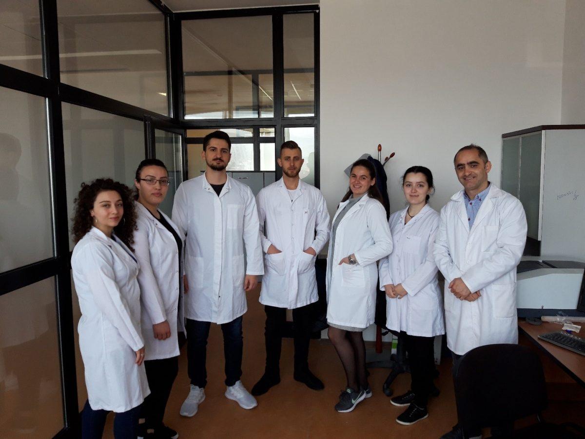 Dy studentë nga FSHN kanë kryer një pjesë të punës eksperimentale të punimit të diplomës në laboratoret e FTU-së.
